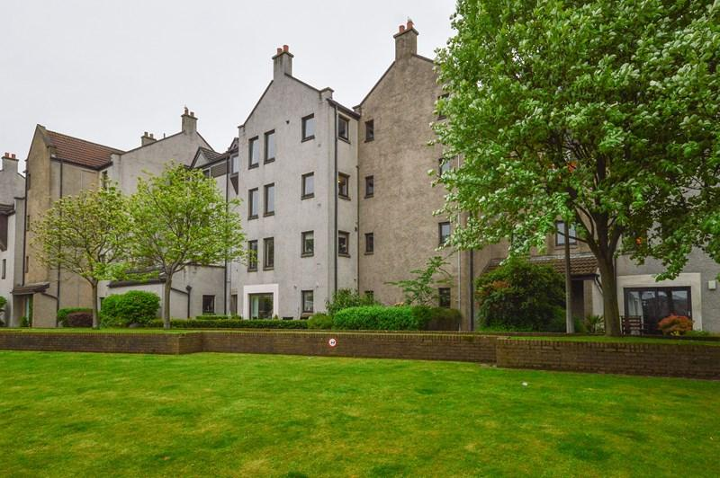 3 Bedrooms Property for sale in 12/1, Sandport, The Shore, Edinburgh, EH6 6PL