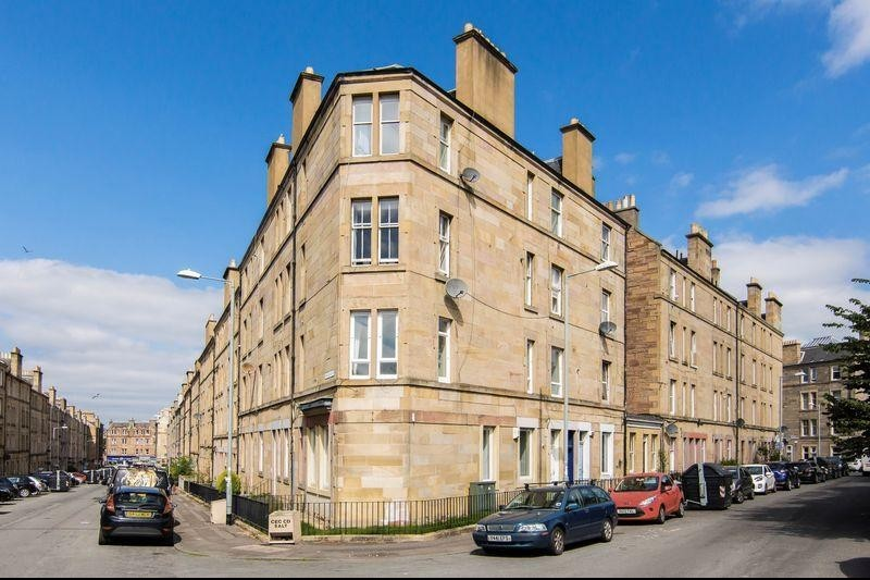 2 Bedrooms Property for sale in 4/3 Wardlaw Terrace, Gorgie, Edinburgh, EH11 1TW