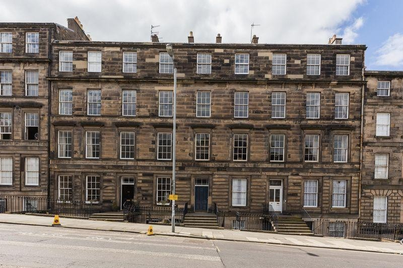 3 Bedrooms Property for sale in 94/5 Dundas Street, New Town, Edinburgh, EH3 6RQ