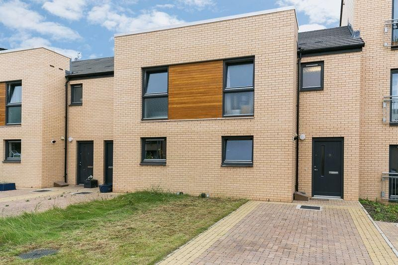 3 Bedrooms Property for sale in 11 Moffat Way, Niddrie, Edinburgh, EH16 4PY