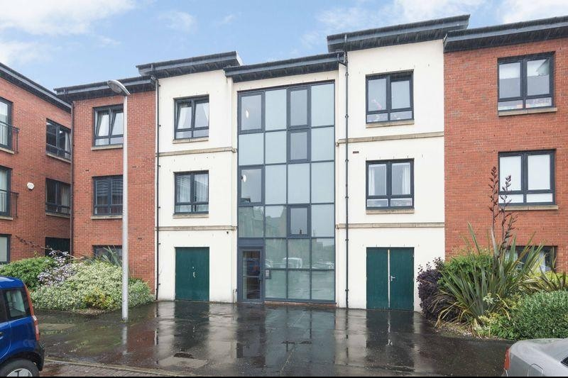 2 Bedrooms Property for sale in Flat 9, 17 New Mart Square, Chesser, Edinburgh EH14 1TJ