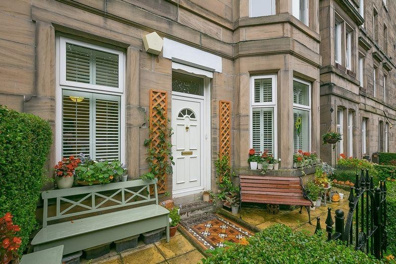 3 Bedrooms Property for sale in 24 Gosford Place, Trinity, Edinburgh, EH6 4BH