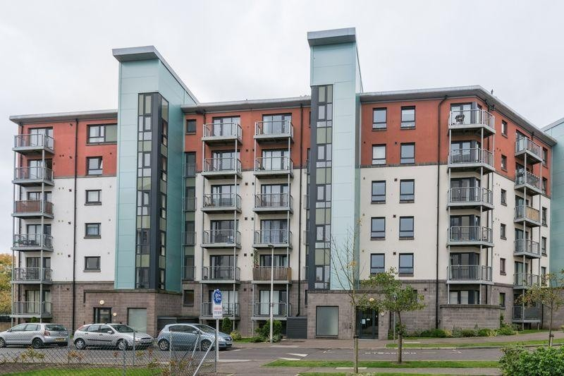 2 Bedrooms Property for sale in 4/8 Lochend Park View, Easter Road, Edinburgh, EH7 5FZ