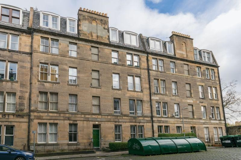 2 Bedrooms Property for sale in 4 (1F1) South Oxford Street, Newington, Edinburgh, EH8 9QF