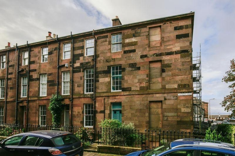 2 Bedrooms Property for sale in 17/3 Trinity Crescent, Trinity, Edinburgh, EH5 3EE